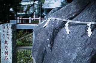 太刀割ノ石